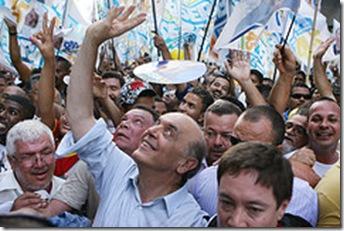 Candidato à presidência da República, José Serra, faz campanha pelas ruas de Recife. Pernambuco, 27/10/2010 – Foto Marcos Brandão/ObritoNews